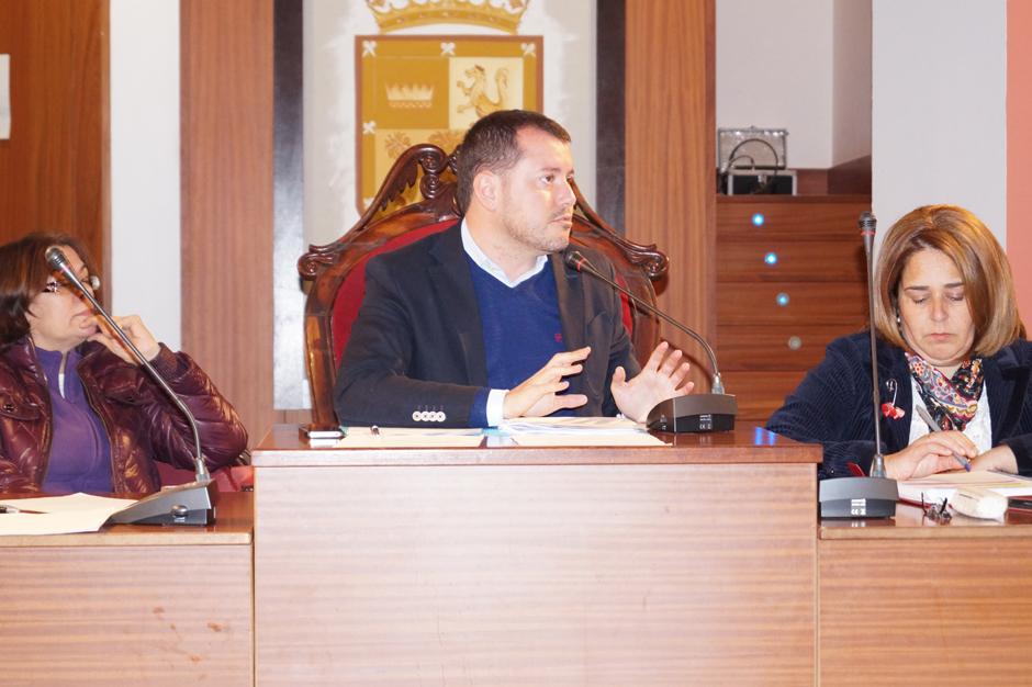 El alcalde, Teodoro Sosa, en una intervención durante el pleno ordinario de enero de 2014.