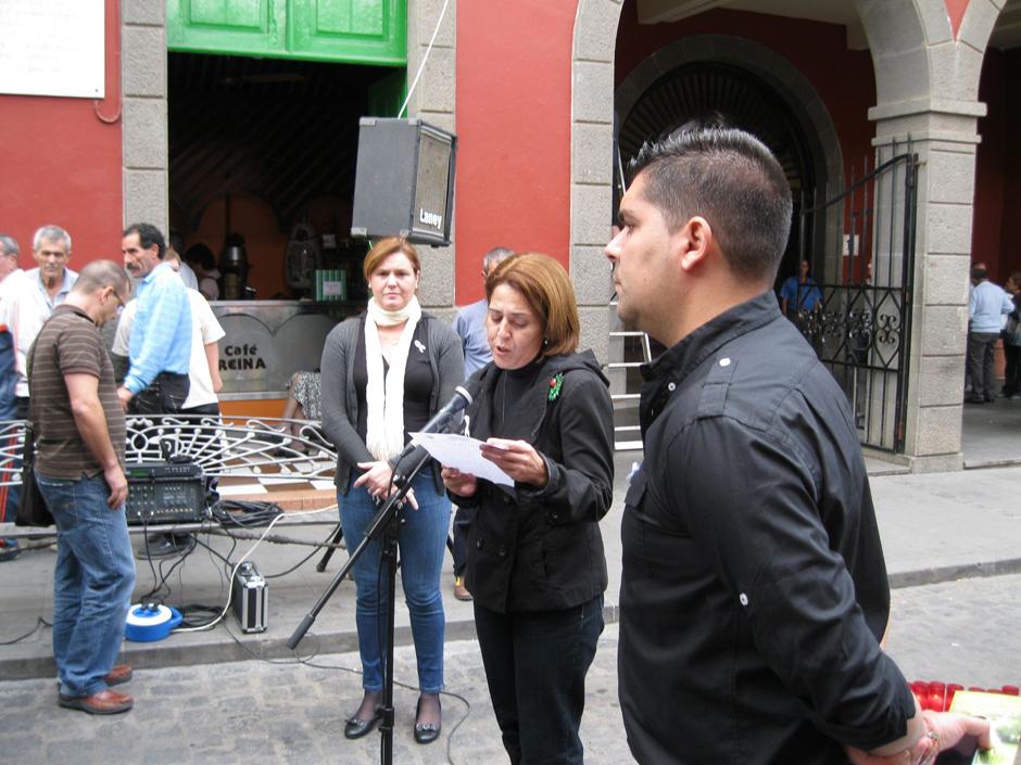 La concejala de Igualdad, Encarnación Ruiz, lee el manifiesto del Día Internacional contra la Violencia de Género el 25 de noviembre.