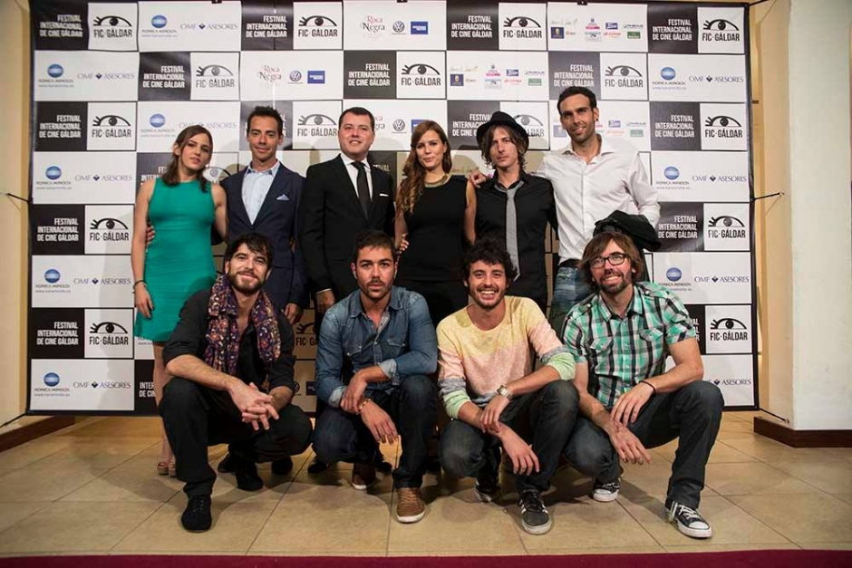 El alcalde de Gáldar, Teodoro Sosa, junto con los miembros del jurado del primer FIC Gáldar, entre los que se encontraba (abajo de izq. a der. en segunda posición) el actor Javier Pereira, ganador del Goya.