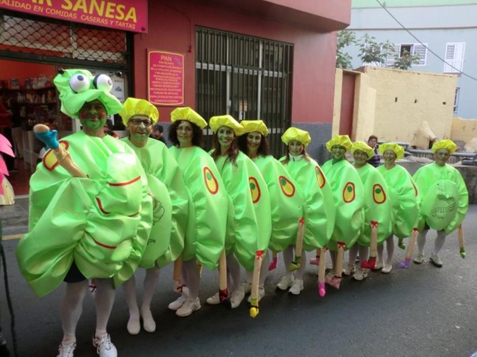"""El grupo """"Los famili de Inaci"""" en la cabalgata del carnaval 2013. Foto: José María Aguiar."""