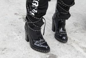 Botas punk de Chanel © Eleni Reynera y María Parra
