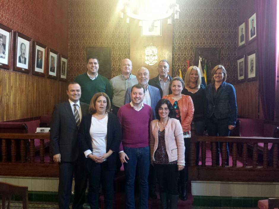 Imagen de la visita. En el centro, el alcalde de Gáldar, junto a los consejeros socialistas en el Cabildo y concejales socialistas en Gáldar, además del secretario general de la agrupación local socialista de Gáldar.