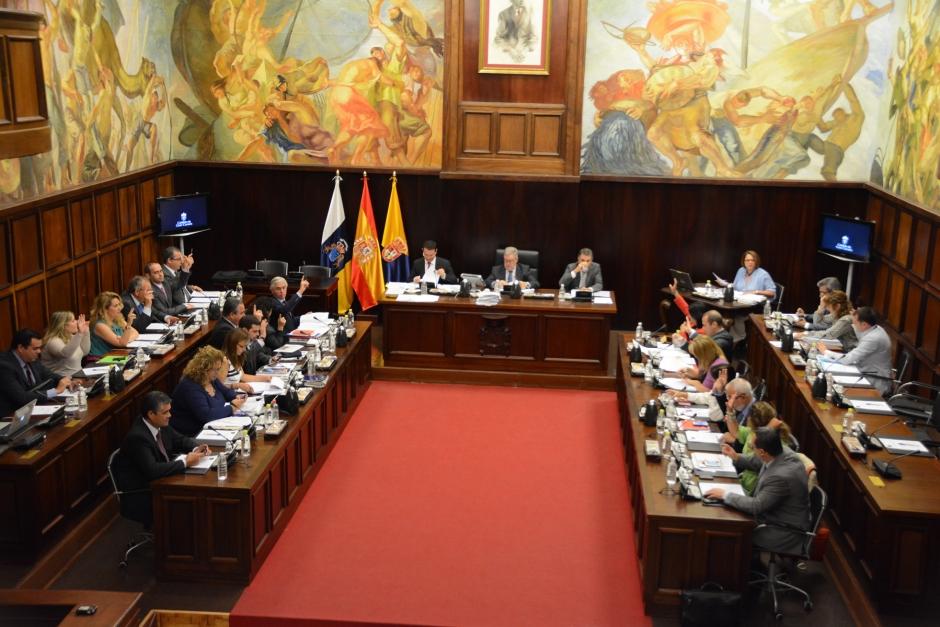 La Corporación Insular durante el transcurso del Pleno del pasado viernes.