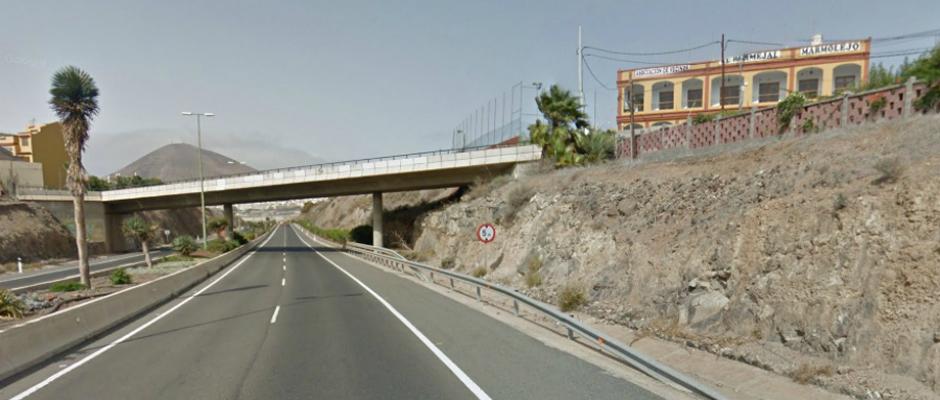 La AA.VV El Bermejal de Marmolejos vista desde la autovía GC-2.