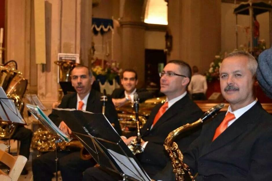 Al fondo, Tomás Carmelo durante su participación en un concierto de la Banda de Música de Gáldar.