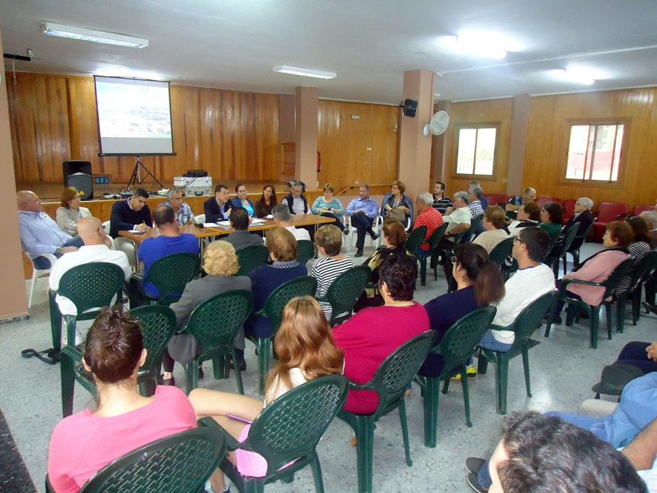 Reunión del grupo de gobierno con los vecinos celebrada en la AA.VV de Marmolejos el pasado mes de abril.