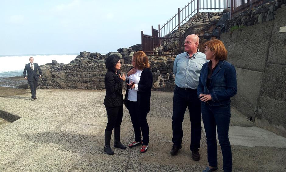 Socialistas en la visita a la Playa de Bocabarranco.