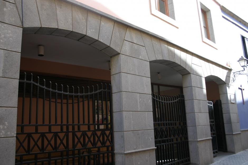 Fachada del edificio del Club de la Tercera Edad de Gáldar.