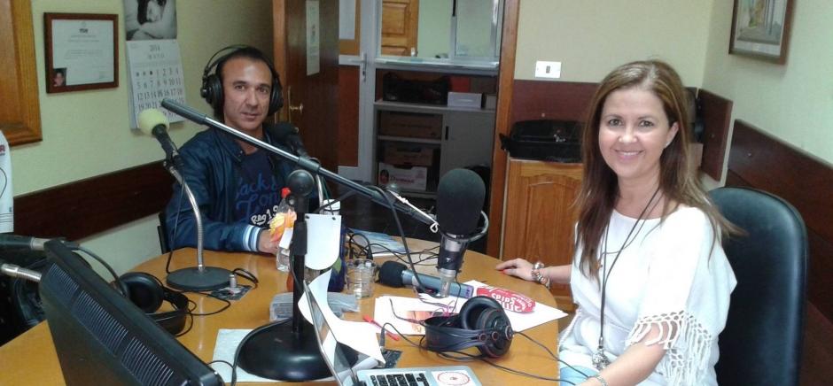Imagen de una entrevista reciente de la locutora Eulalia Marina en los estudios de Radio Gáldar.