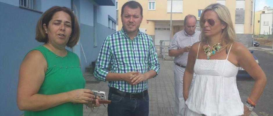 El alcalde y la primera teniente de alcalde junto con la gerente del IASS en su visita.
