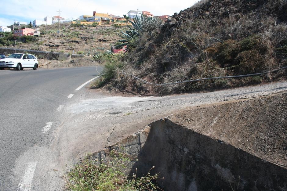 Accesos a la carretera irregulares.