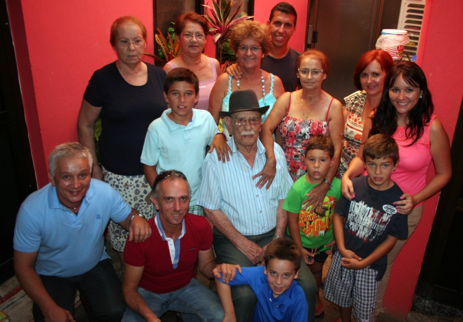 José García Medina rodeado de su familia.