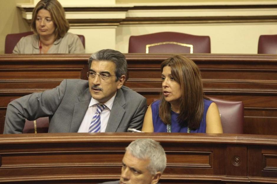 Román Rodríguez y Carmen Hernández, dos de los diputados de NC en el Parlamento autonómico.
