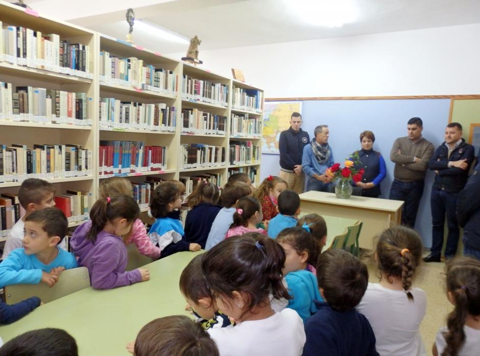 Biblioteca en el CEIP de San Isidro.