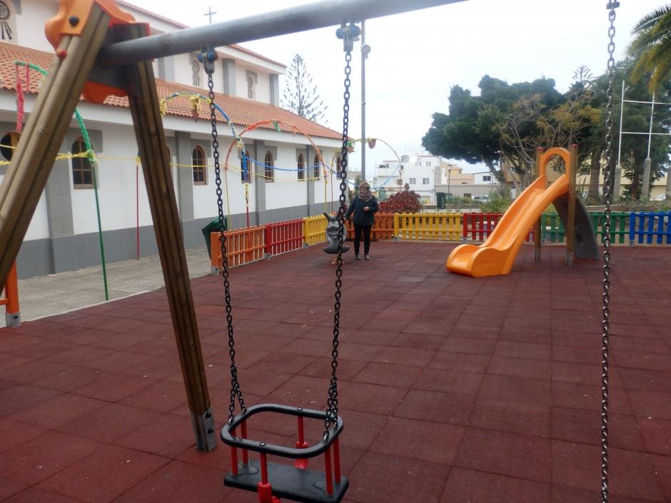 Parque infantil renovado en Barrial.