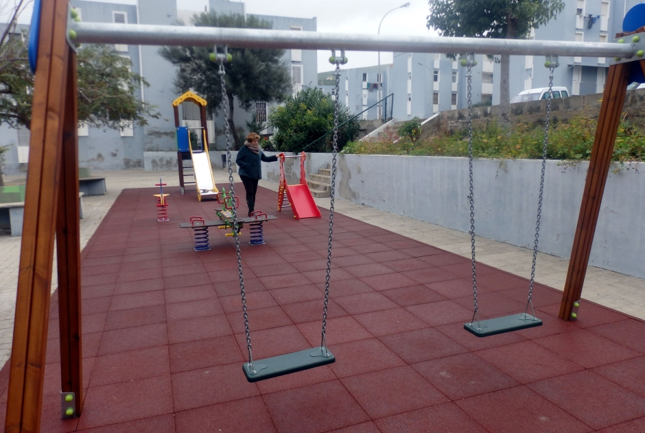 Parque infantil renovado en La Enconada.