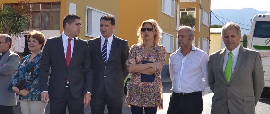 Fernando Rodríguez (segundo por la derecha) junto a sus compañeros de grupo político, Sinesia Medina y Blas Díaz, en un acto celebrado en Barrial. Imagen de archivo.