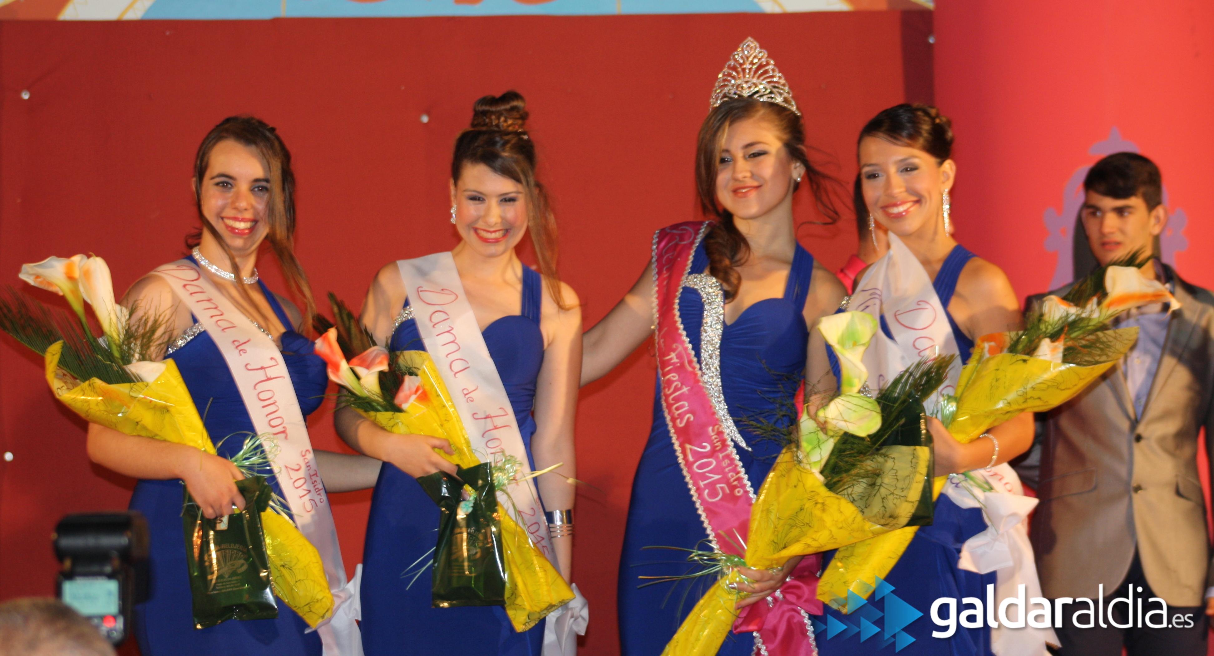 Momento de coronación de la Reina. Fotos: Omaira y Borja Mendoza.