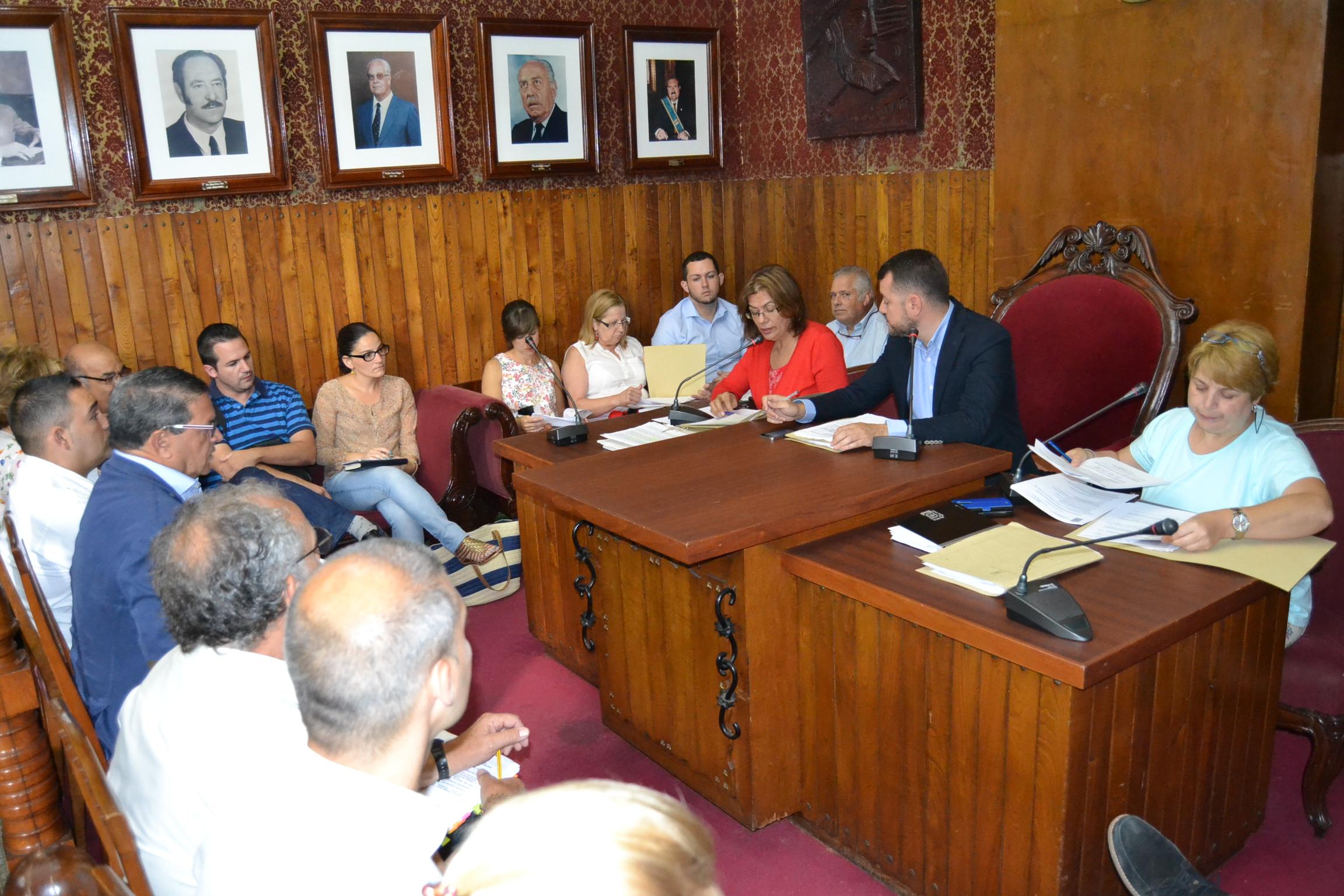El nuevo grupo de gobierno de Gáldar en la primera sesión plenaria extraordinaria.