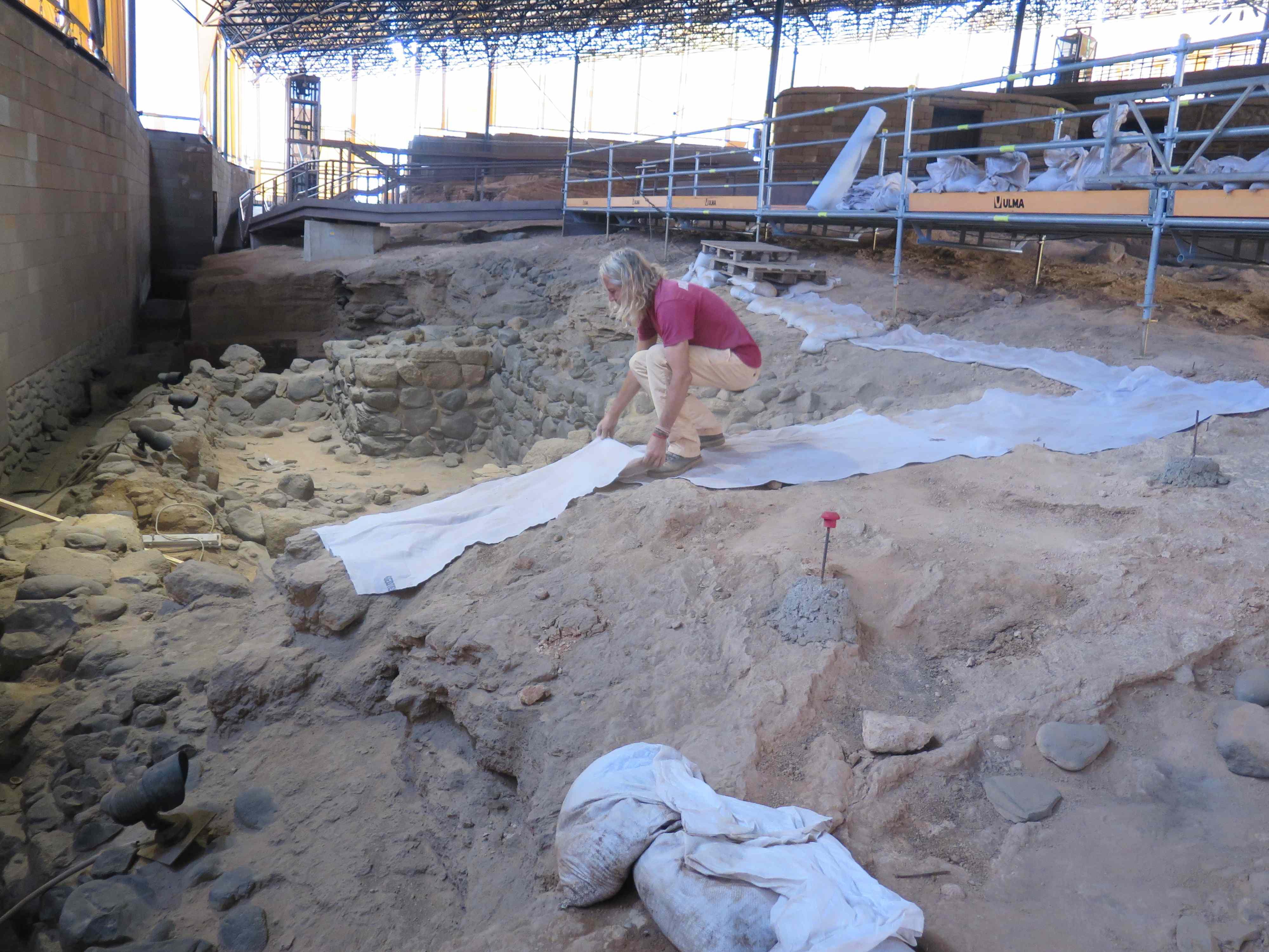 Otro momento de los trabajos en la Cueva Pintada este jueves - copia