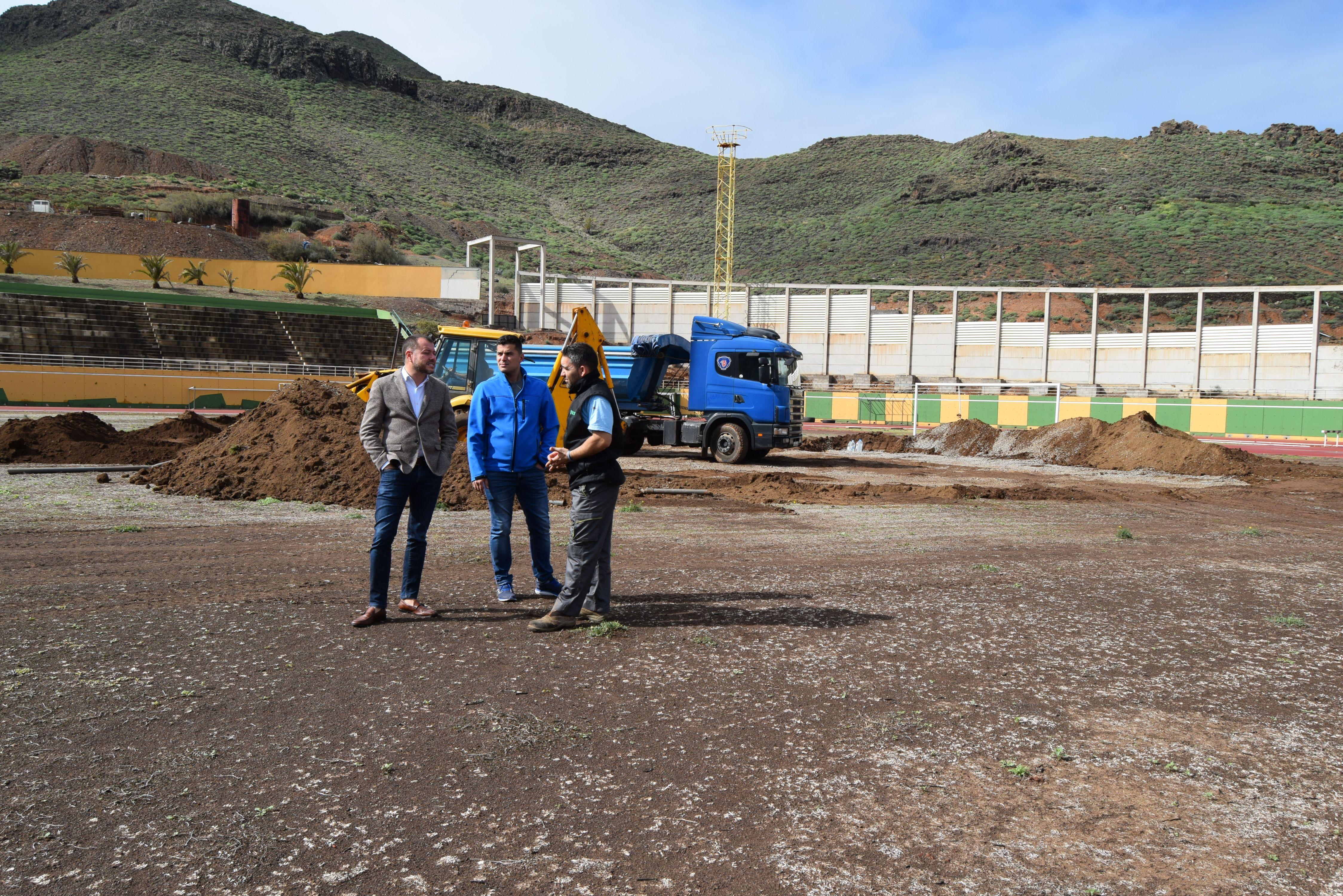 En marcha las obras de instalaci n del c sped artificial for Puerta 8 ciudad deportiva
